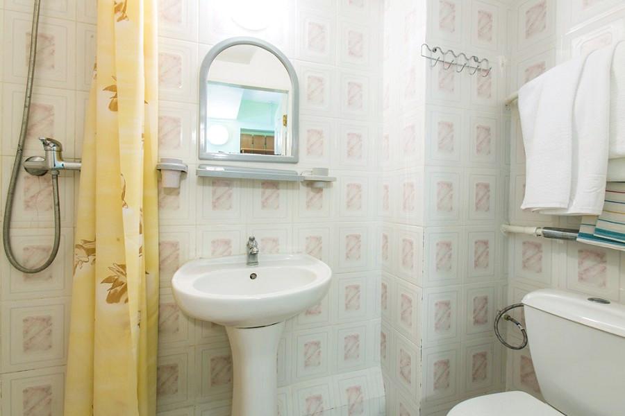 Туалетная комната номера Комфорт в Корпусе № 1 санатория Мисхор