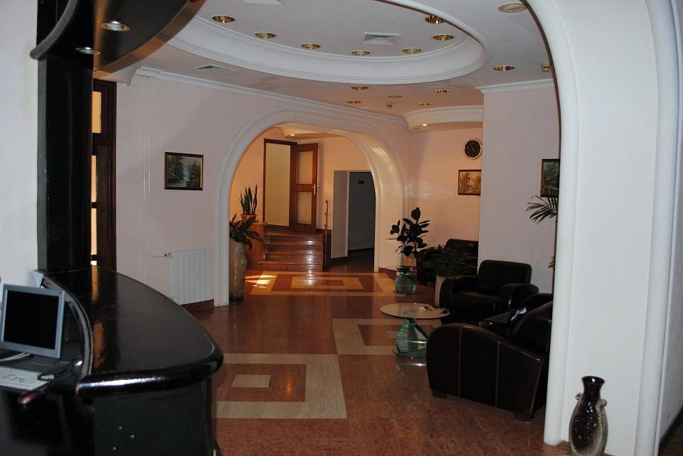 Холл курортного комплекса им. Мориса Тореза