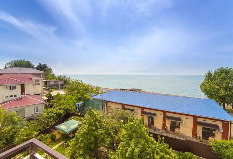 Вид на море с балкона трехместного номера гостиницы Морская, Гагра
