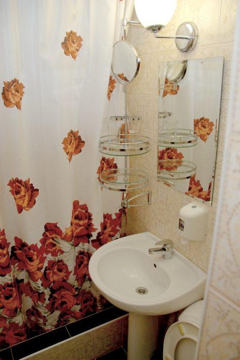 Туалетная комната в номере Стандарт Бизнес комплекса Морская звезда