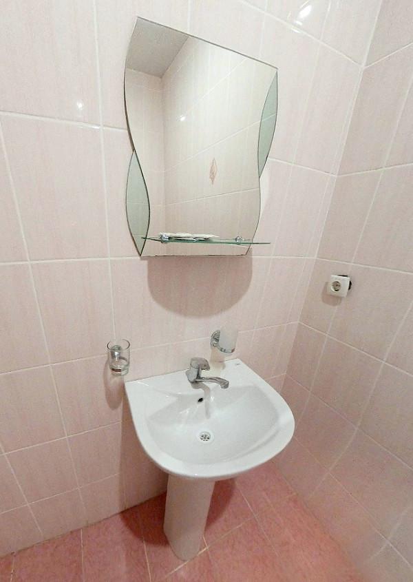 Туалетная комната Стандартного номера в Корпусе № 2 пансионата Морской бриз