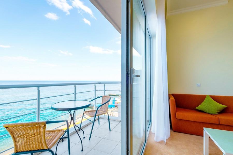 Балкон номера Комфорт в отеле Морской КК Миндальная роща