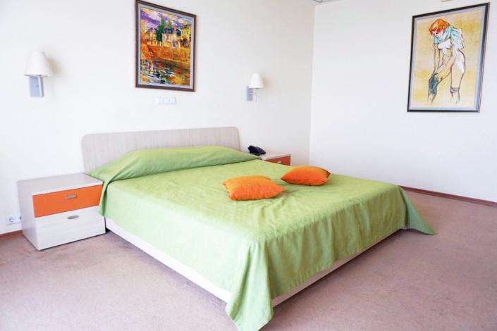 Люкс двухместный двухкомнатный отеля Морской КК Миндальная роща