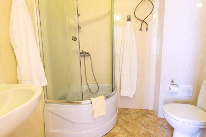 Туалетная комната номера Стандарт Премиум в Корпусах 2, 3, 4, 6, 7 ГК Морской
