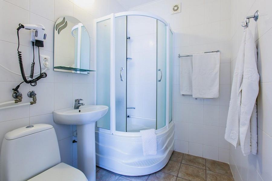 Туалетная комната номера Люкс в Корпусах 1, 4, 6 ГК Морской
