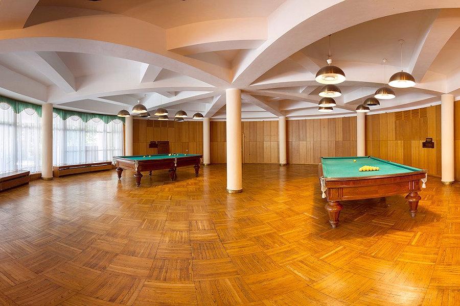 Бильярдный зал санатория Морской прибой