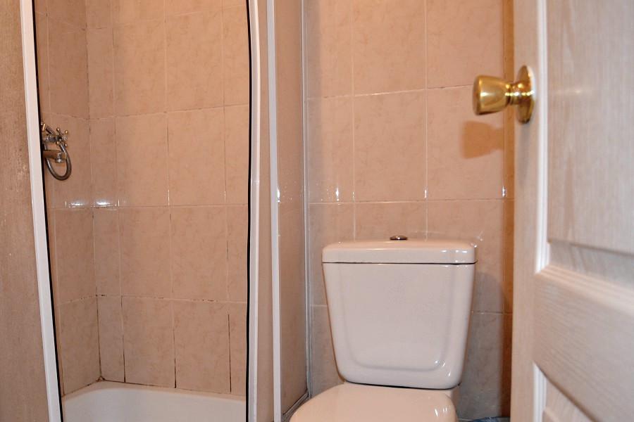 Туалетная комната Улучшенного номера в отеле Морской уголок