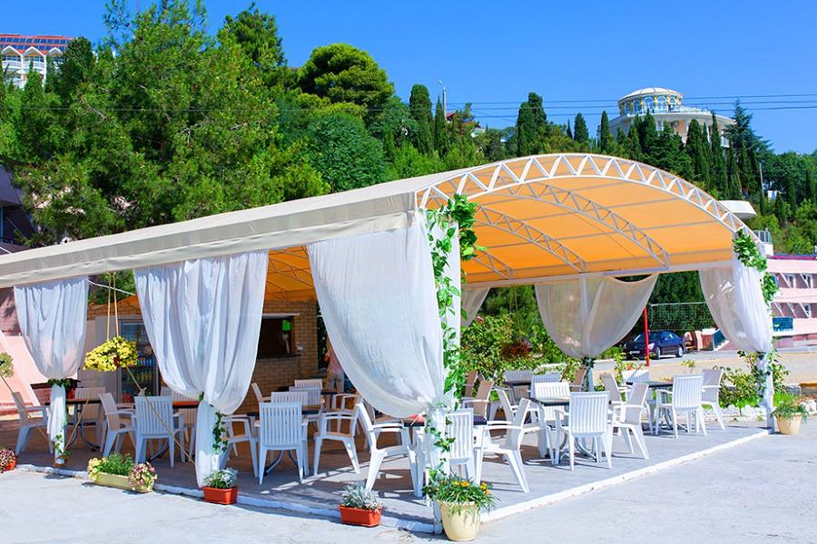 Кафе на набережной отеля Морской уголок