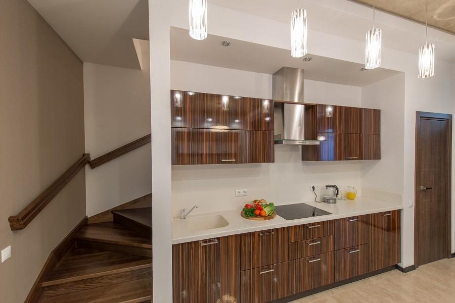 Кухня на первом этаже коттеджа отеля Mountain Villas