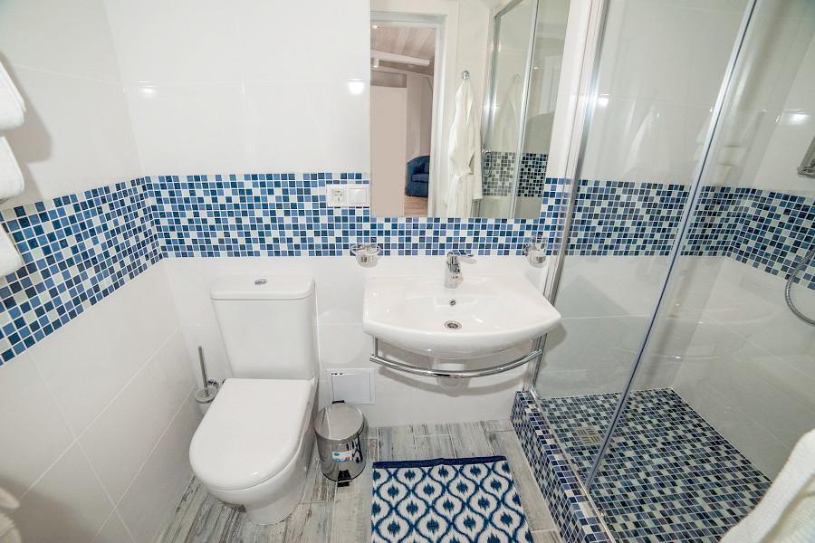 Туалетная комната Стандартного номера отеля Мускатель