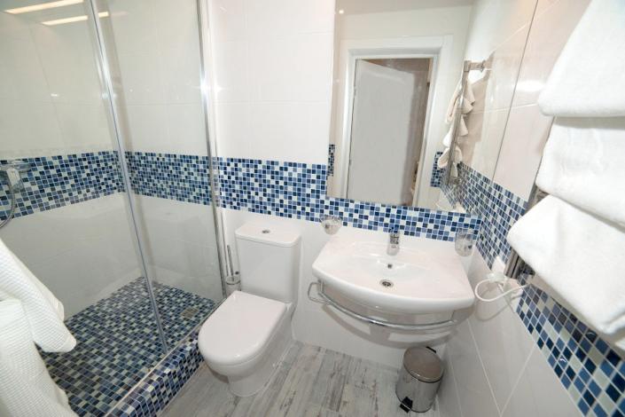 Туалетная комната номера Люкс отеля Мускатель