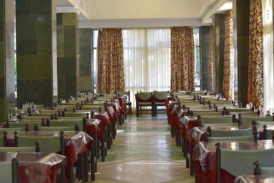 Столовая в корпусе Бриз санатория МВО Сухум