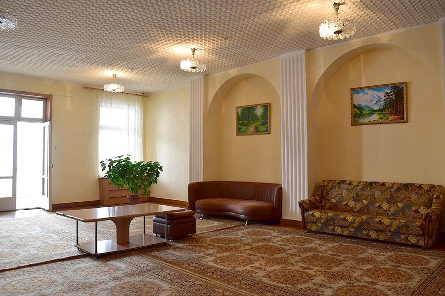 Холл Генеральского корпуса санатория МВО Сухум, Абхазия