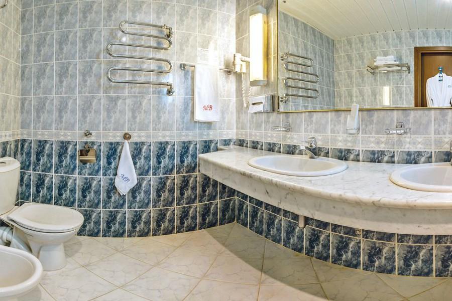 Туалетная комната Апартаментов двухместных трехкомнатных в корпусе Салют санатория Мыс Видный