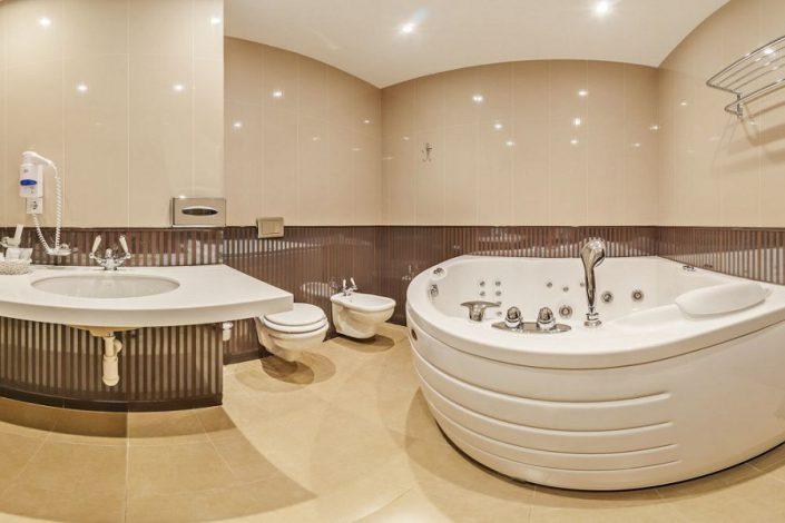 Туалетная комната номера Люкс двухместный двухкомнатный в корпусе Олимп санатория Мыс Видный