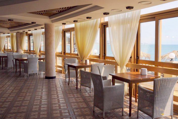Ресторан на пляже санатория Мыс Видный