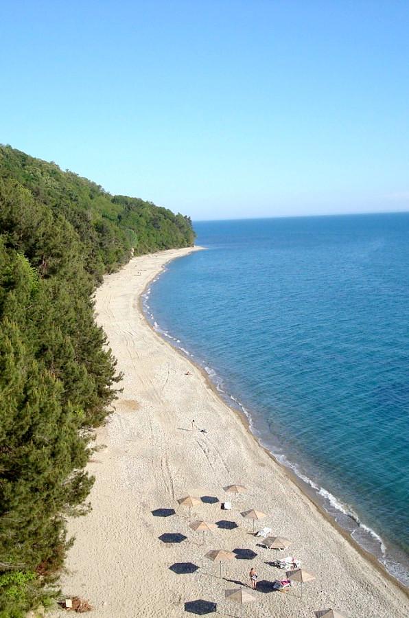 Вид на пляж пансионата Мюссера, Абхазия