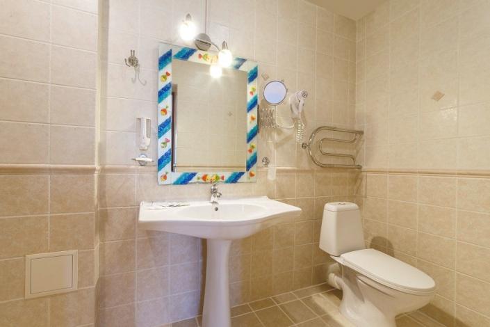 Туалетная комната в номере санатория Надежда