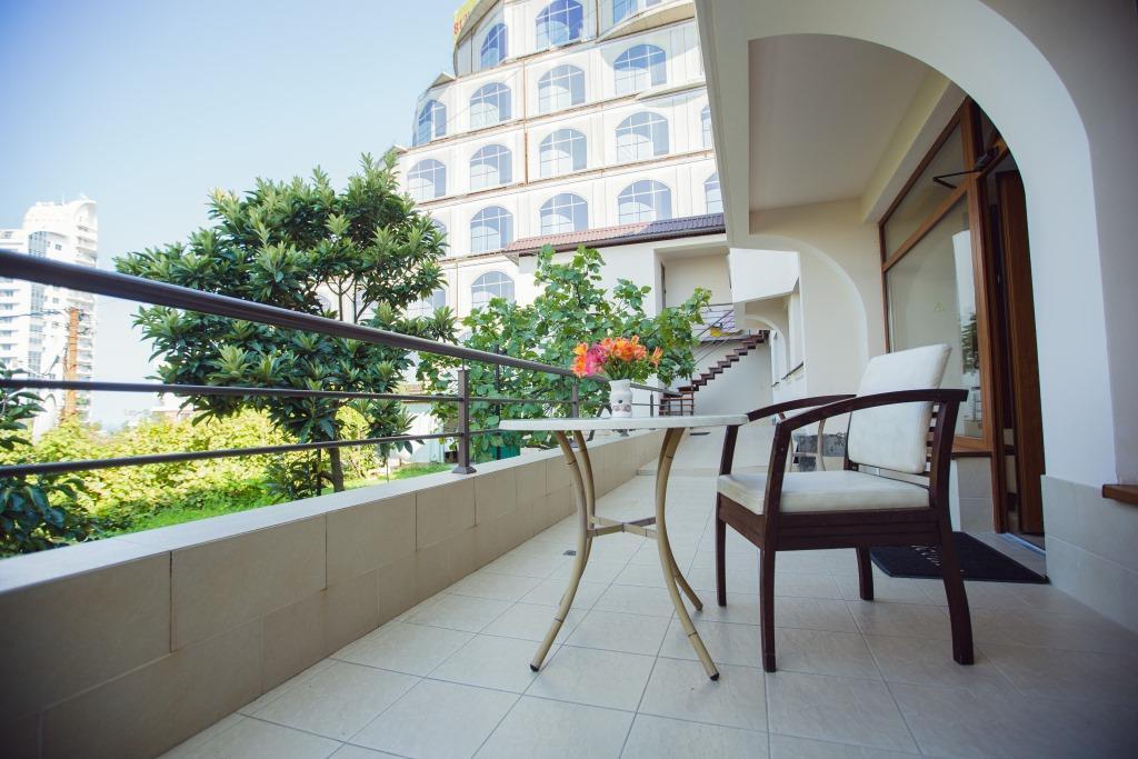Терраса отеля Наири