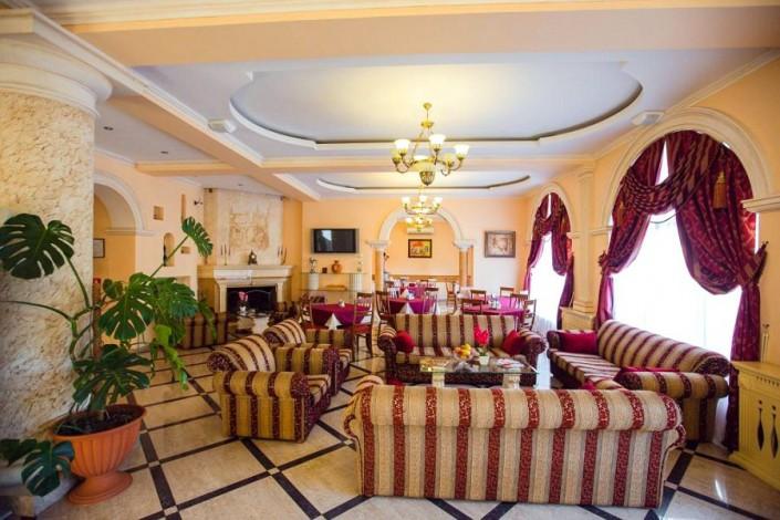 Холл отеля Наири