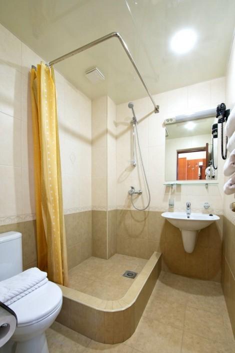 Туалетная комната в номере Супериор с балконом в отеле Наири