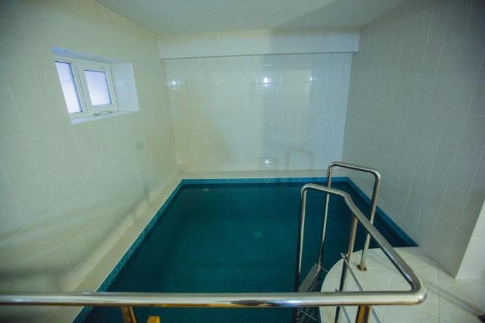Бассейн в сауне отеля Наири