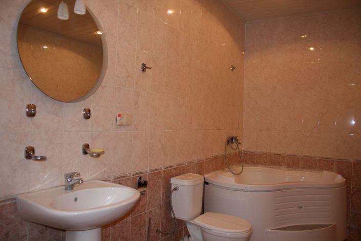 Туалетная комната номера Люкс в корпусе №2 и №3 пансионата Нарт, Гагра, Абхазия