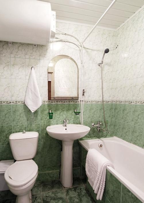 Туалетная комната номера Комфорт двухкомнатный пансионата Нева