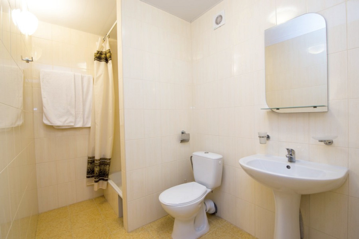 Туалетная комната номера Комфорт пансионата Нева