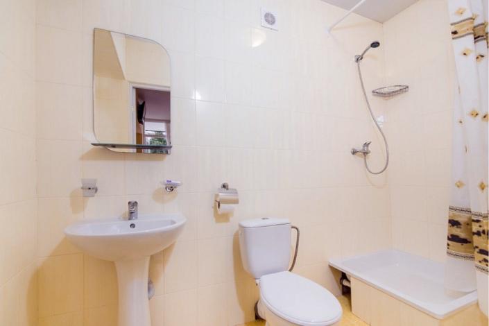 Туалетная комната номера Премиум Плюс пансионата Нева