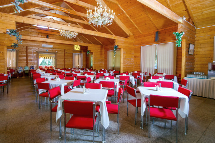 Обеденный зал столовой пансионата Нева