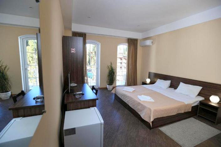 Стандартный двухместный номер с балконом отеля Никополи, Новый Афон, Абхазия