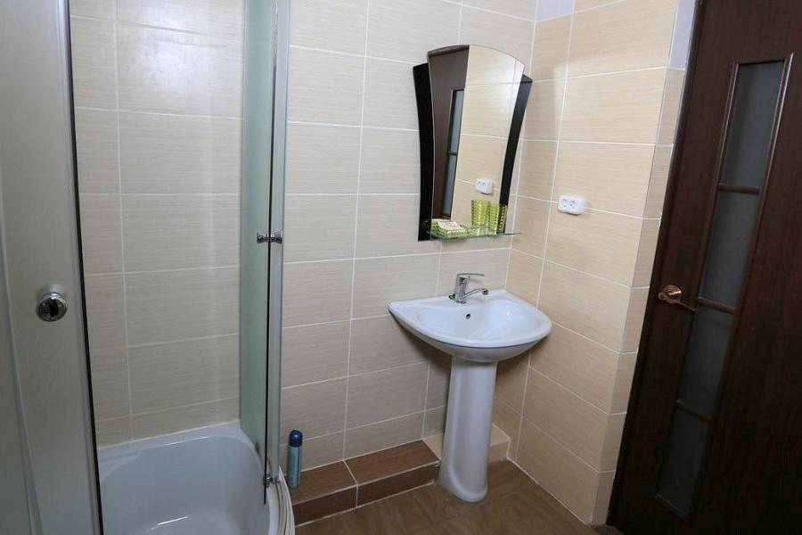 Туалетная комната номера Полулюкс отеля Никополи, Новый Афон, Абхазия