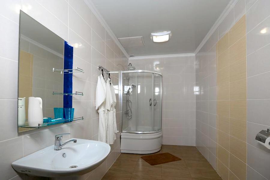 Туалетная комната номера Люкс отеля Никополи, Новый Афон, Абхазия