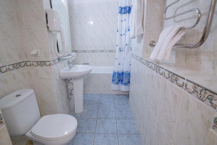 Туалетная комната номера Стандарт в Корпусе № 1 санатория Нижняя Ореанда