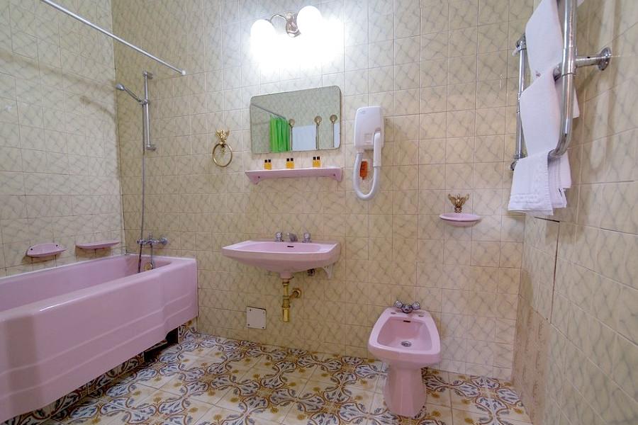 Туалетная комната номера Люкс в Корпусе № 2 санатория Нижняя Ореанда