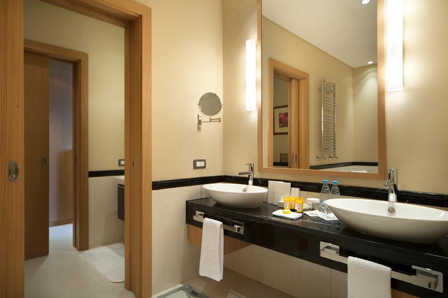 Туалетная комната номера Люкс