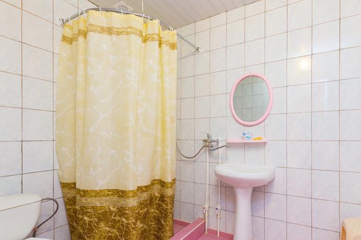 Туалетная комната Стандартного номера пансионата Одиссея