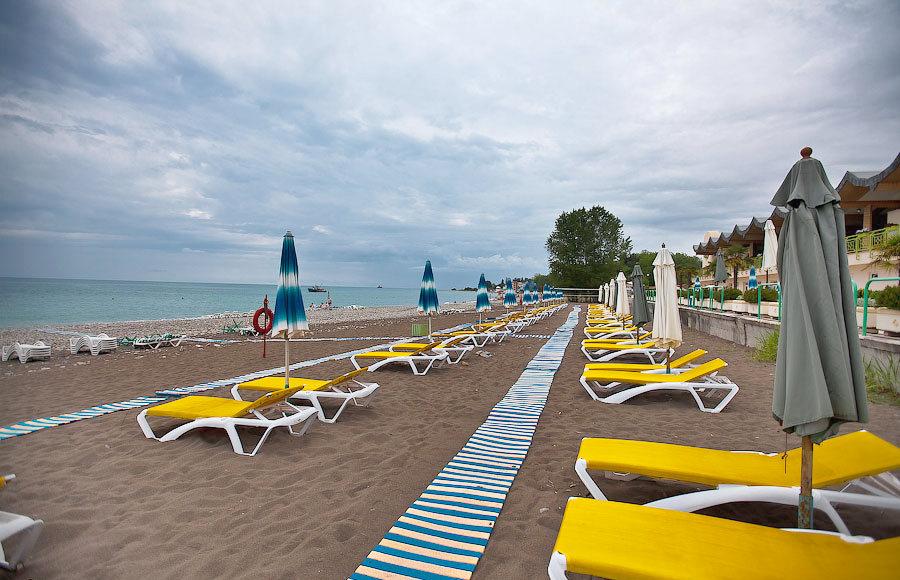 Пляж санатория Одиссея, Лазаревское, Сочи