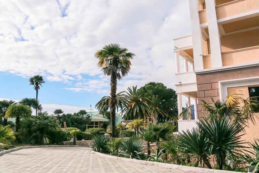 Дорожка к ресторану и пляжу Old Gagra Hotel