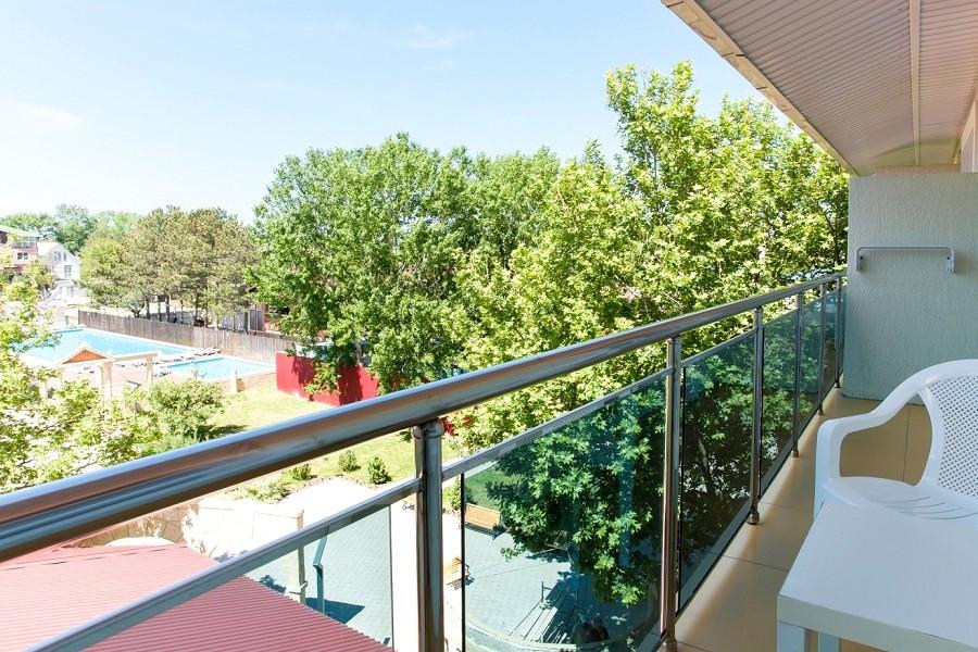 Вид с балкона Стандартного номера отеля Олимп