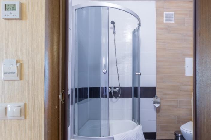 Туалетная комната Стандартного Семейного номера отеля Олимп