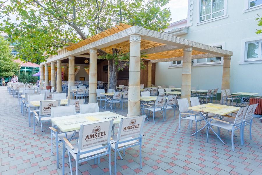 Кафе-бар Дионис на территории отеля Олимп
