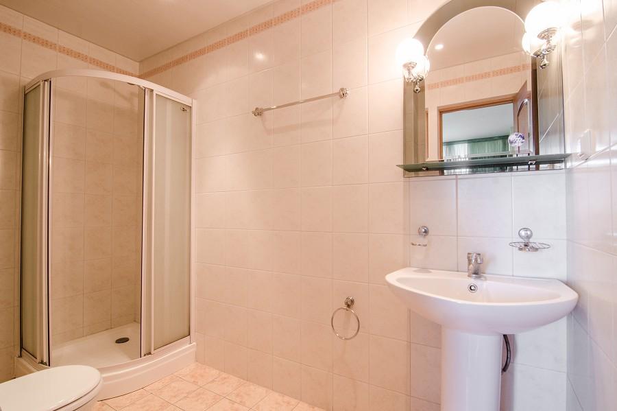Туалетная комната в номере пансионата Орбита-1