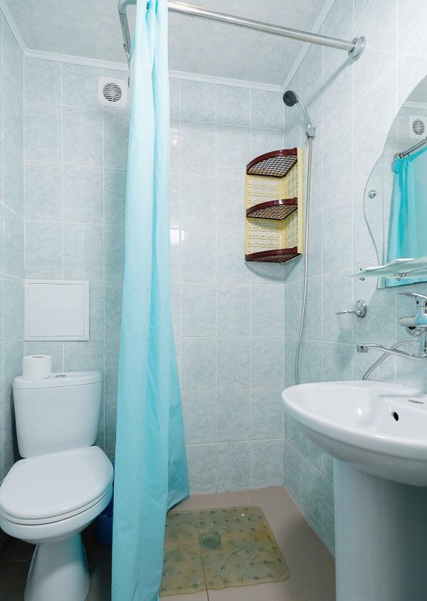 Туалетная комната Стандартного номера в Корпусе 1 отеля Orchestra Crystal Sochi Resort
