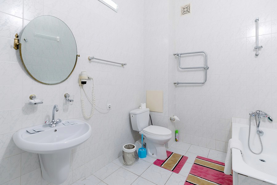 Туалетная комната номера Студия в Корпусе 1 отеля Orchestra Crystal Sochi Resort