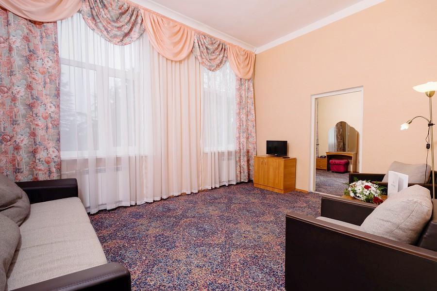 Семейный четырехместный двухкомнатный номер в Корпусе 2 отеля Orchestra Crystal Sochi Resort