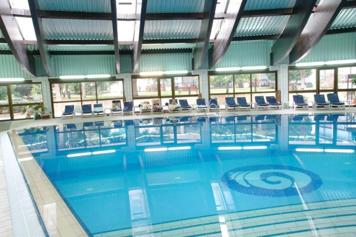 Крытый бассейн отеля Ореанда
