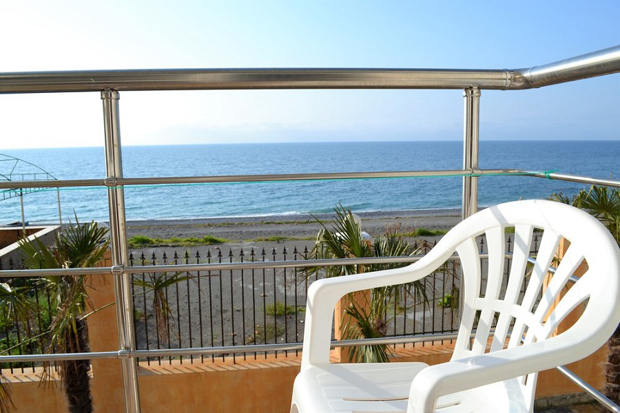 Вид на море с балкона номера отеля Орхидея