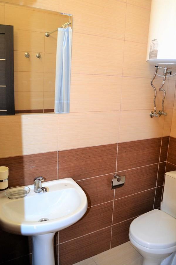Туалетная комната в номере отеля Орхидея